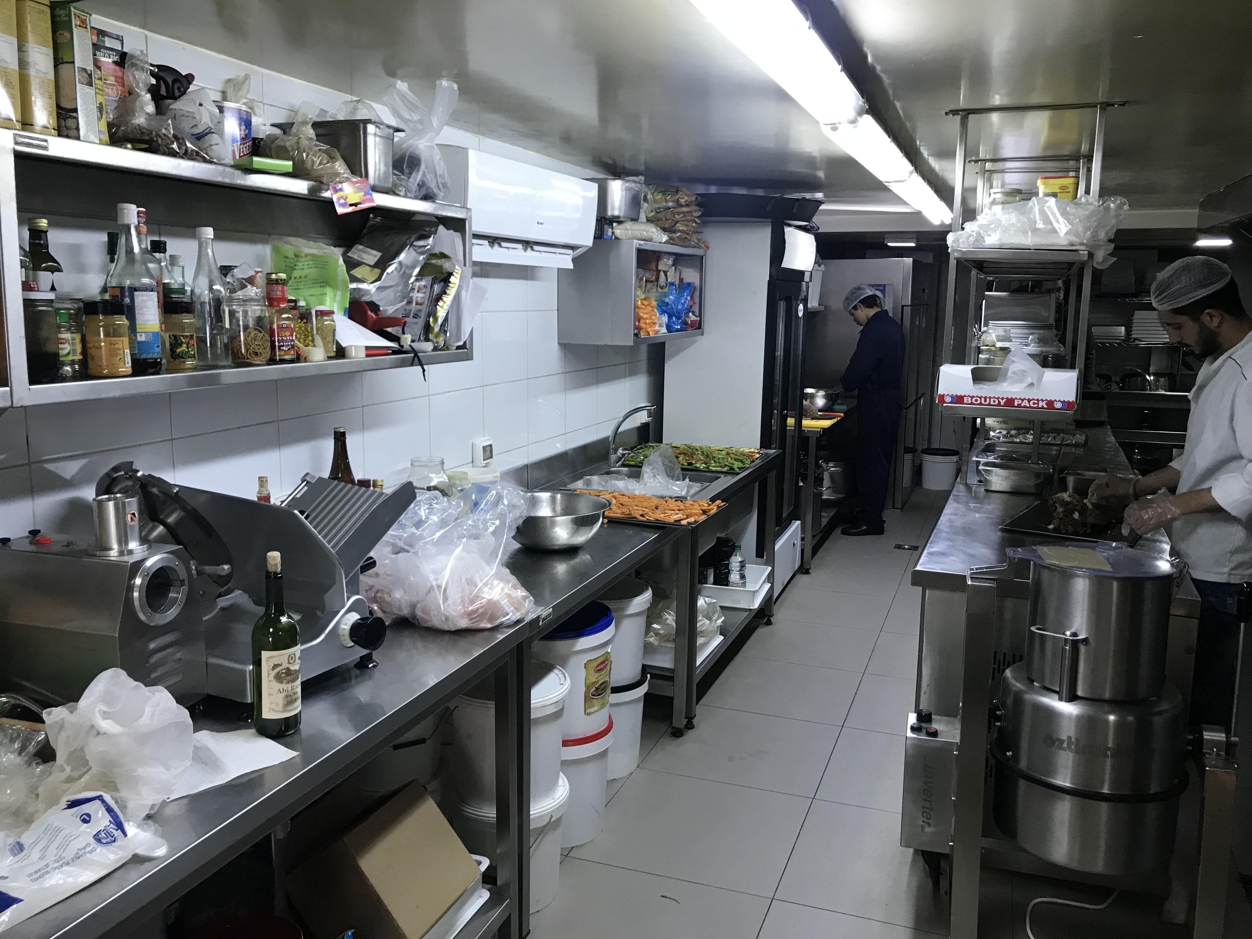 Quatre epingles catering adma kitchen design by ipec lebanon ipec s a r l for Kitchen design companies in lebanon